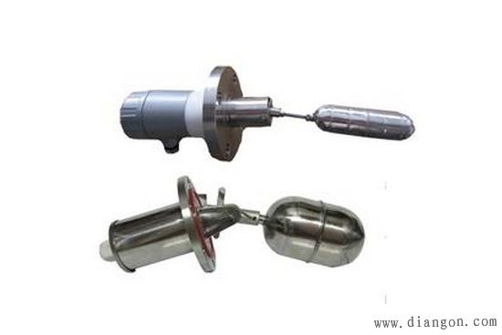 浮球液位开关的技术优势:浮球开关不含导致故障发生和波纹管、弹簧、密封等部件。而是采用直浮子驱动开关内部磁铁,浮球开关的简捷的杠杆使开关瞬间动作。浮子悬臂角限位设计,防止浮子垂直。 浮球液位开关是一种结构简单、使用方便、安全可靠的液位控制器。它比一般机械开关速度快、工作寿命长;与电子开关相比,它又有抗负载冲击能力强的特点,一只产品可以实现多点控制。