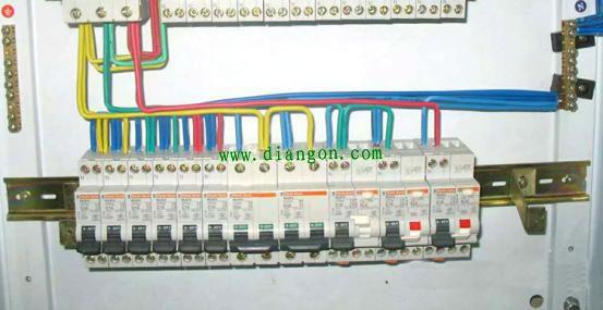 动力配电柜接线实物图