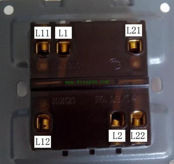 开关中总共有l1-l11-l12和l2-l21-l22六个接线柱,这是最常见的双开