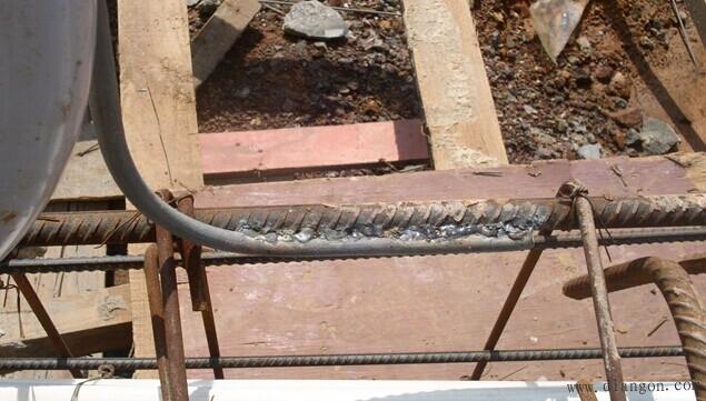 6,使用焊机功率小,焊接电流不够,地线钢筋烧焊不饱满,焊体溶接不透.