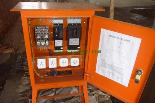 12,施工现场临时用电采用的三级配电箱是:总配电箱,分配电箱,开关箱.