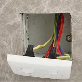 比插座坏了更闹心的是什么?接线盒耳朵坏了!