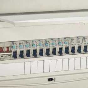 家装如何计算需要多少个支路断路器?