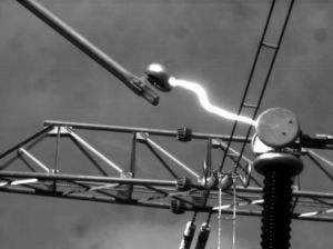 电弧有哪些危害?电弧一道光 电工已死伤!!!