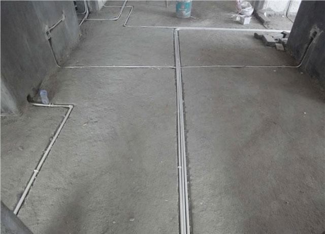 线管接头部位一定要有凹槽,易与线管面与地坪相平