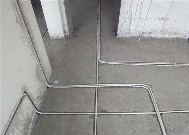 线管能够平行尽量平行施工