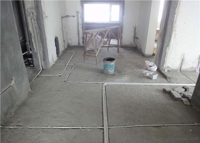 线管上墙处弯头要有弧度,方便今后穿线