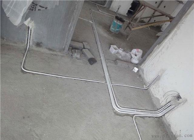 这一个线管就是连接隔壁两间房的线管