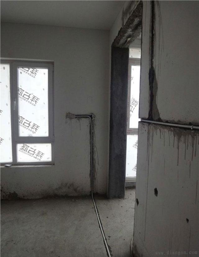 线管从门洞边穿过,后期施工要注意门洞套钉子的施工