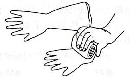 绝缘手套在使用前的检查