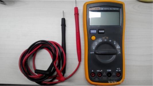 测电压/电流/电阻 数字万用表使用方法介绍