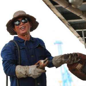 """为什么说""""紧车工,慢钳工,吊儿郎当当电工,不要脸的是焊工""""?"""