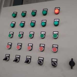 电气控制柜面板故障指示灯布局