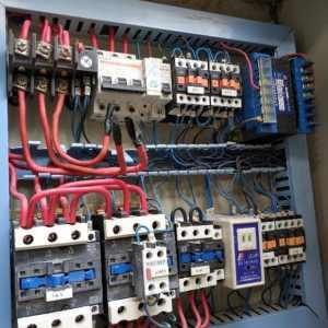 为什么现在的年轻人都不愿意做电工?就算是工作多年的老电工也要改行?