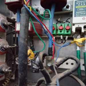 """電纜""""包皮""""過長所引發的故障"""