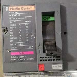三相电的电功率的计算公式_200KW三相四线制线路,需要多少A电源空开?